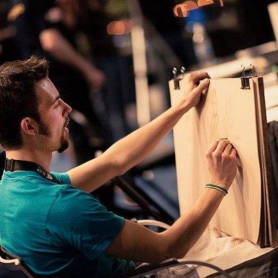 Dorien Iten en train de peindre